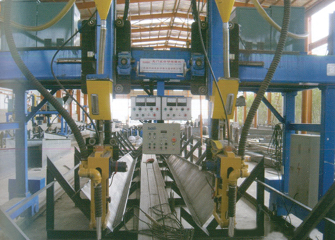 C型钢自动焊接机